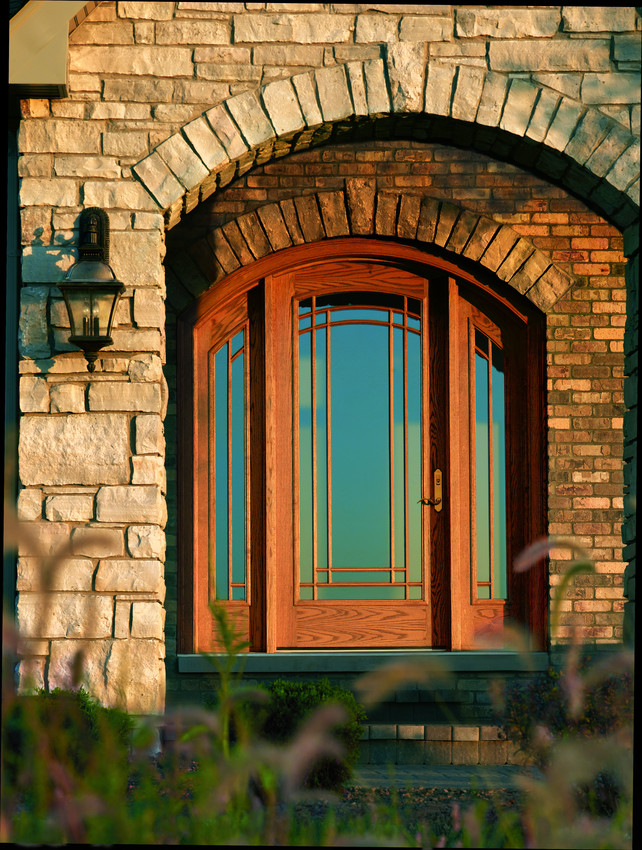 Andersen Wood Round Top Entrance Inswing Door with Sidelites and Prairie Grids - Entrance