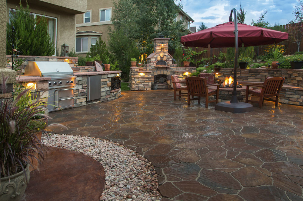Flagstone and Rock Outdoor Living Area - Landscape Design
