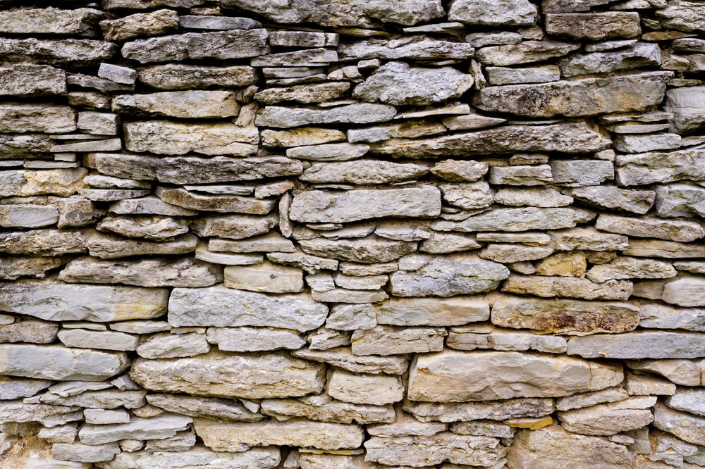 Mixed Size Stacked Stone Wall - Landscape Design